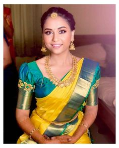 "Wedding silk saree makers👗 on Instagram: ""💓 Beautiful contrast border kanjivaram saree with puff sleeve blouse. . . Visit : 𝗞𝗮𝗻𝗷𝗶𝘃𝗮𝗿𝗮𝗺𝘀𝗶𝗹𝗸𝘀.𝗰𝗼𝗺 . . . . . . . . . . . . . . . . .…"" #blouse #designs #indian #silk #saree #salwarsuit #salwarsuits #SalwarSuitOnline #salwarsuitmaterial #salwarsuitspartywear #salwarsuitneckdesigns Cutwork Blouse Designs, Wedding Saree Blouse Designs, Pattu Saree Blouse Designs, Fancy Blouse Designs, Silk Sarees Blouse, Kanjivaram Sarees Silk, Hand Work Blouse Design, Designer Blouse Patterns, Bridal Silk Saree"