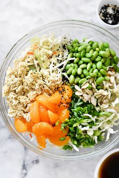 Crunchy ramen noodles and cabbage make this easy Asian ramen noodle salad with an addictive dressing an instant picnic and pot luck favorite. Side Dish Recipes, Asian Recipes, Dinner Recipes, Healthy Recipes, Asian Foods, Potluck Recipes, Skinny Recipes, Asian Ramen Noodle Salad, Ramen Noodles