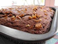 Bolo de chocolate com queijo creme - http://gostinhos.com/bolo-de-chocolate-com-queijo-creme/