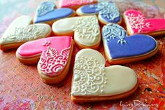 Henna piped Shortbread cookies These were for my husbands work. Simple shortbread cookies decorated with royal icing and piping with henna designs. Thanks for checking out my pics =) (shortbread cookies decorated) Fancy Cookies, Iced Cookies, Cute Cookies, Royal Icing Cookies, Sugar Cookies, Heart Shaped Cookies, Heart Cookies, Galletas Cookies, Shortbread Cookies
