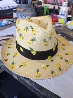 Tony Chopper, Fascinator Diy, Hat Storage, Storage Ideas, Painted Hats, Hat Organization, Hat Decoration, Fall Hats, Diy Hat