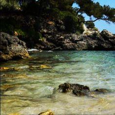 #Cala #Mitjana una playa virgen en el centro de #menorca isla de contradicciones