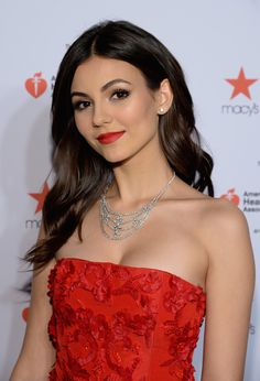 Victoria Justice at the Red Dress Show You are in the right place about REd dress vintage Here we offer you the most beautiful pictures about the REd Hot Actresses, Hollywood Actresses, Beautiful Celebrities, Beautiful Actresses, Beautiful People, Justice Bras, Justice Clothing, Vicky Justice, Red Dress Makeup