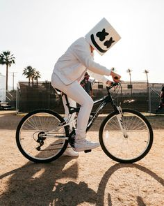 Marshmello and I have the same cycle Alan Walker, Dj Music, Music Love, Marshmallow, Marshmello Dj, Dj Electro, Knife Party, Dj Logo, Black Background Wallpaper