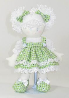 Sandi 28cm.  Don't know if I like it or not, but the unusual colors used for the doll certainly caught my eye.