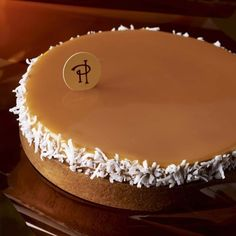 Gâteau @pierreherme @ph_carrement_chocolat @pierrehermeofficial #macaron #macarons #donuts #donughts #cupcakes #muffins #cake #cronuts #cheesecake #chocolat #food #instagram #paris #patisserie #bradmacaron #laduree #pierreherme #vanille #love #streetfood