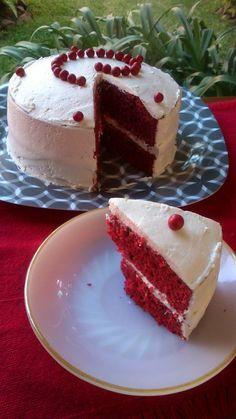 Combinación de sabores + cubierta y relleno de queso crema, resultando en un suave y rojo pastel, Aún si no eres CHOCOLATE ♥ te encantará! Tienes que probarlo