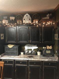 Black Kitchen Cabinets Farm House Primitive Kitchen Decor With Black Kitchen Cabinets Primitive Kitchen Cabinets, Decorating Above Kitchen Cabinets, Refacing Kitchen Cabinets, Black Kitchen Cabinets, Kitchen Decor Themes, Black Kitchens, Farmhouse Kitchen Decor, Kitchen Ideas, Kitchen Sinks