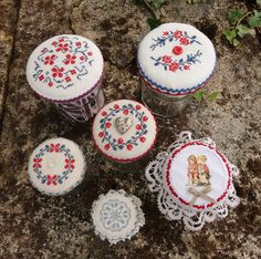 Holiday stitches made in France from Steekjes  Kruisjes van Marijke. I love to make these jars and use them for my buttons etc.