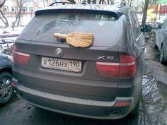 #おそロシア #russia #ワイパー #diy #brush #wiper #ブラシ (Via:さすがロシア。よく分からないけどなんだか凄い、ロシアの風景その54 写真30枚) (≧m≦)ぷっ! 役に立ってるのかしら。 どうせなら、細かいホコリも取れる、特殊加工のトモサダ マジックブラシ ハンディタイプでどうぞ(^^)。