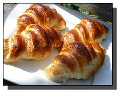 Plundrové těsto - máslové loupáčky Bread Dough Recipe, Russian Recipes, Ciabatta, Hot Dog Buns, Baked Potato, Sushi, Goodies, Sweets, Baking