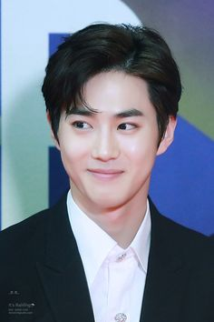 Suho - 171201 2017 Mnet Asian Music Awards in Hong Kong, red carpet Credit: It's Raining.