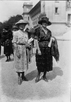 Entries feed for hana_liebe 1918 Fashion, 20s Fashion, Street Fashion, Tapestry Crochet, Hana, Design Inspiration, Street Style, Statue, Paris Street