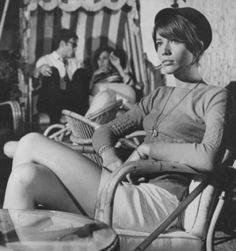 Find your inspiration with 25 devastatingly cool photos of French chanteuse, singer-songwriter, and icon Françoise Hardy. Françoise Hardy, Mini Van, Beat Generation, Sixties Fashion, Beatnik, Iconic Women, Vintage Girls, Vintage Woman, Classic Beauty