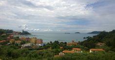 Si salpa dal porto di Mirabello la Spezia e si fa rotta per le rade della Palmaria e Portovenere dove si può anche scendere per visitare il caratteristico borgo ligure.