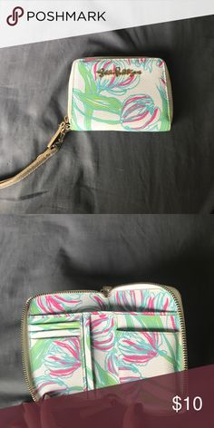 Lilly Pulitzer wristlet Good condition, slight cracking on wrist part. Super cute classic Lilly style. Great for school Lilly Pulitzer Accessories Key & Card Holders