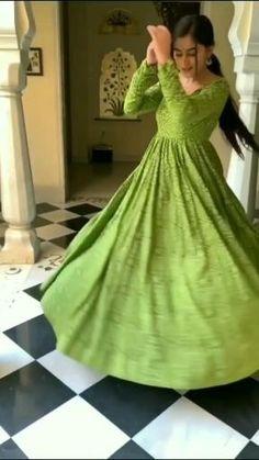 Simple Gown Design, Fancy Dress Design, Stylish Dress Designs, Designs For Dresses, Indian Gowns Dresses, Indian Fashion Dresses, Dress Indian Style, Indian Designer Outfits, Stylish Dresses For Girls