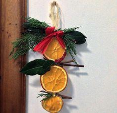 Decorazione con arance disidratate