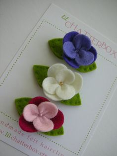 Set of 3 mini wool felt pansy on a 1 25 inch snap by lilchatterbox 12 00 Felt Flowers, Diy Flowers, Fabric Flowers, Paper Flowers, Felt Diy, Felt Crafts, Fabric Crafts, Felt Hair Clips, Felt Decorations