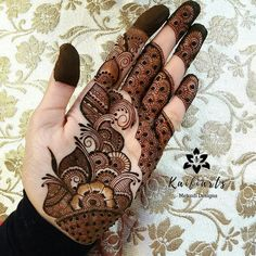 Mehndi Design Girls which is for especially for the younger girls and for this Festive Season and for also the wedding season. These are the best Mehndi Design Girls. Mehndi is an important part of our Culture. Mehndi Designs Front Hand, Palm Mehndi Design, Latest Arabic Mehndi Designs, Mehndi Designs Book, Latest Bridal Mehndi Designs, Mehndi Designs For Girls, Mehndi Designs 2018, Stylish Mehndi Designs, Dulhan Mehndi Designs