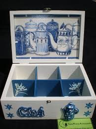 Imagen relacionada Wood Crafts, Fun Crafts, Diy And Crafts, Craft Projects, Projects To Try, Decoupage Art, Tea Box, Wood Boxes, Painting On Wood