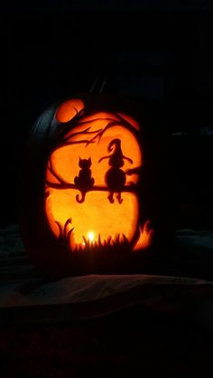 Pumpkin carving is an art. On Halloween some cat lovers take that art to the next level. Pumpkin carving is an art. On Halloween some cat lovers take that art to the next level. Easy Pumpkin Carving, Awesome Pumpkin Carvings, Halloween Pumpkin Carving Stencils, Carving Pumpkins, Scary Pumpkin Carving Patterns, Pumpkin Art, Chat Halloween, Scary Halloween Pumpkins, Halloween Lanterns