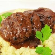Hamburger Steak with Onions and Gravy An easy-to-make classic featuring tasty hamburger 'steaks' smothered in gravy and onions. It's a great way to dress up a pound of ground beef, and you probably have all the ingredients on hand! Venison Recipes, Hamburger Recipes, Ground Beef Recipes, Meat Recipes, Cooking Recipes, Hamburger Steaks, Meatloaf Recipes, Recipes Dinner, Dinner Ideas