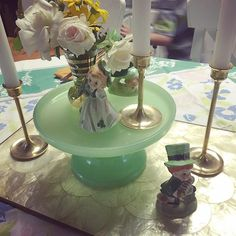 St. Patty's Day table ready! Easy to throw together when you & mom combine collections ...#vintagestpatricksday #jadeite #vintagetable #stpattysdaykitsch