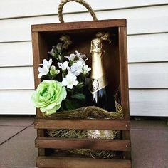 Mother's Day Gift Baskets, Themed Gift Baskets, Wine Gift Boxes, Wine Gifts, Creative Gift Wrapping, Creative Gifts, Champagne Gift Baskets, Chocolate Bouquet Diy, Diy Bouquet
