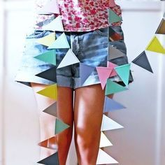 Diese Wimpelkette ist total einfach zu machen und bis auf das ganze Ausschneiden der Wimpeln schnell gemacht! Und das Ergebnis beindruckt! Einfach ganz viele Dreiecke aus buntem Papier ausschneiden und mit der Nähmaschine zusammennähen! Eine etwas ausführlichere Anleitung mit einem … weiterlesen