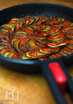 Degusta+ Exquisitos Platos y Tapas: Ratatouille - Recipes, tips and everything related to cooking for any level of chef. Veggie Recipes, Vegetarian Recipes, Cooking Recipes, Healthy Recipes, Delicious Recipes, I Love Food, Good Food, Yummy Food, Comida Diy