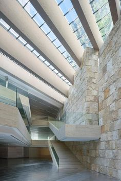 Interior view. Edificio Castelar by Rafael de La-Hoz. Photography © courtesy of Rafael de La-Hoz Arquitectos.