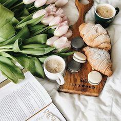 Доброго ранку ☀️ Повторюсь, що я фанатка усіх цих ідеальних сніданків та затишних фото  Давайте їх робити разом? Мені тут прийшла в голову ідея зробити маленький/креативний гів  Читай умови внизу  . Відколи я фоткаю предметку ➕ нова кухня, то я в постійних пошуках красивих деталей, які будуть ще більше надихати робити фото та готувати  В звичайних магазинах можна знайти просту, не якісну посуду, але такі речі, як дощечка, яка завжди на виду і повинна прослужити довго, потрібно підіб...