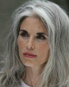 Cheveux gris, conseils pour améliorer votre image...
