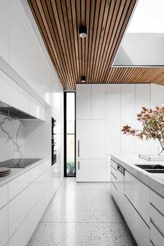 Kitchen Remodeling Trends 60 Gorgeous White Kitchen Design and Decor Ideas White Wood Kitchens, White Kitchen Decor, Kitchen Cabinets Decor, Cabinet Decor, Cool Kitchens, Kitchen Ideas, Kitchen Countertops, Kitchen Supplies, Kitchen Backsplash