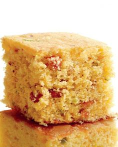 Bacon-Scallion Cornbread _ This cornbread strikes the right balance between tender and crumbly. Jazz up the batter or shake up the shape by baking it in muffin pans. Cornbread Recipe Martha Stewart, Bacon Recipes, Cooking Recipes, Bisquit Recipes, Quick Recipes, Veggie Recipes, Cooking Tips, Jalapeno Cheddar Cornbread, Jalapeno Bread