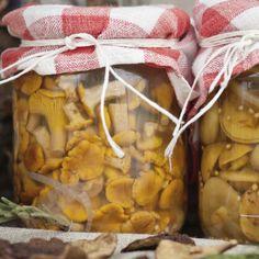 Zalewa do grzybów marynowanych z zeszytu babci Canning Recipes, Kitchen Hacks, Preserves, Pickles, Pantry, Food To Make, Stuffed Mushrooms, Food And Drink, Homemade
