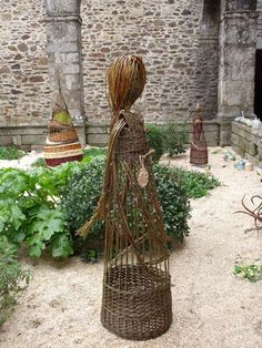 backyard designs – Gardening Ideas, Tips & Techniques Willow Figures, Basket Willow, Willow Garden, Willow Weaving, Basket Weaving, Twig Art, Fall Scarecrows, Decoration Plante, Willow Branches
