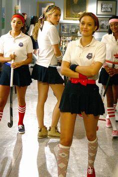 Gossip Girl field hockey, why don't I look this cute when I play? Gossip Girl Blair, Gossip Girls, Mode Gossip Girl, Estilo Gossip Girl, Gossip Girl Outfits, Gossip Girl Fashion, Gossip Girl Uniform, Vanessa Abrams, Dan Humphrey