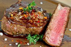 Vous cherchez une nouvelle marinade? Quelque chose de vraiment solide pour vos précieux steaks? En voici une très bonne et super facile à faire... Steak Marinade Recipes, Meat Marinade, Grilling Recipes, Beef Recipes, Cooking Recipes, Steak Marinades, Game Recipes, Best Marinade For Steak, Ribeye Steak Marinade