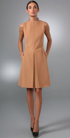 Nadire Atas on Tres Chic Shift dress, nude, sleeveless Fashion Mode, Office Fashion, Work Fashion, Womens Fashion, Fashion Design, Petite Fashion, 80s Fashion, Color Fashion, Style Fashion