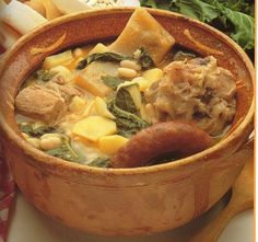 is a soup typically of Galicia, being in addition one of the plates most known about the gastronomy of Spain Spanish Stew, Spanish Cuisine, Spanish Dishes, Spanish Recipes, Spanish Food, My Favorite Food, Favorite Recipes, World Recipes, Mediterranean Recipes