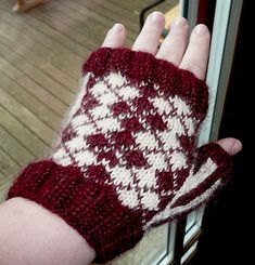 These look great made in sports team colors, school colors, or your favorite Hogwarts House! Knitting Stitches, Knitting Patterns Free, Fingerless Gloves Knitted, Mittens Pattern, School Colors, Dapper, Hogwarts, Ravelry, Roots