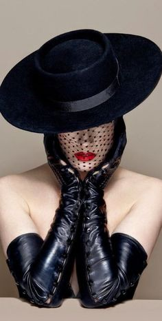 Fashion,Beauty,Landscape,Home Designe,Sexy Girls. - These hats are more about style and photography than they are about protection from the sun and rai - Dita Von Teese, Foto Glamour, Look Retro, Long Gloves, Love Hat, Fashion Moda, Mode Vintage, Leather Gloves, New York Fashion