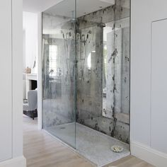 Be it a mirrored island, headboard or splashback, this space-creating device can be a true reflection of your taste (mirrored ceilings being the exception!) mirror backsplash Mirror image: 9 ways to work looking-glass chic Interior, Bathroom Styling, Mirror Ceiling, House Interior, Mirror Splashback, Shower Splashback, Glass Backsplash Kitchen, Bathrooms Remodel, Bathroom Design
