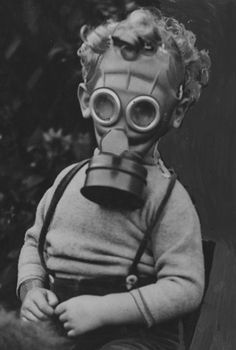 A child wearing a so-called Mickey Mouse gas mask during World War Two. I've never seen anything resemble Mickey Mouse less. They were red to make it more attractive to children but children aren't stupid. This one is far more convincing: I could be wro Gas Mask Art, Masks Art, Gas Masks, War Photography, Vintage Photography, Old Photos, Vintage Photos, Foto Art, Historical Photos