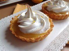 Lemon curd tartlets with meringue