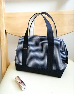 Blinded by the stripe – Artofit Jute Tote Bags, Striped Tote Bags, Pre Quilted Fabric, Diy Handbag, Computer Bags, Denim Bag, Fabric Bags, Fashion Bags, Purses And Bags