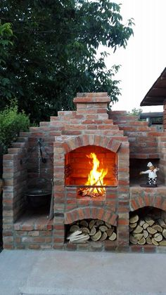 Kerti grill bográcsossal Brick Built Bbq, Brick Grill, Pizza Oven Outdoor, Outdoor Cooking, Barbecue Design, Bbq Grill, Grill Area, Outside Fireplace, Stove Fireplace