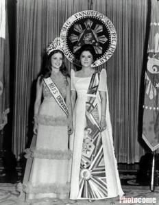 Amparo Munoz, Miss Universe 1974 (Spain) with First Lady of the Phillipines, Imelda Marcos Philippines Dress, Philippines Culture, Manila Philippines, Miss Universe Swimsuit, Modern Filipiniana Dress, Miss Mundo, Filipino Fashion, Filipino Culture, Miss World